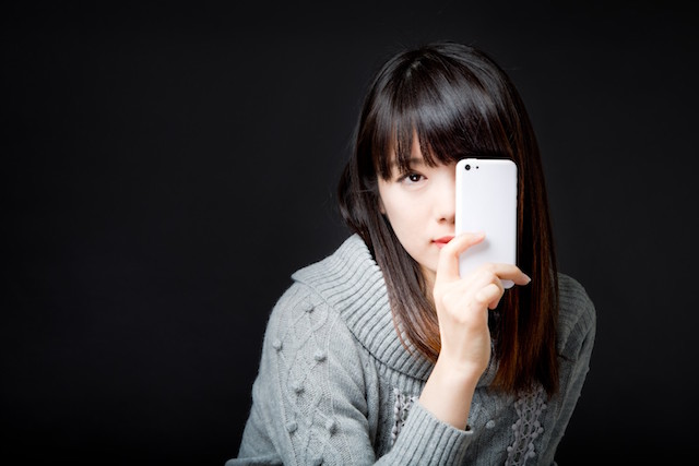 smartphone-woman-eye
