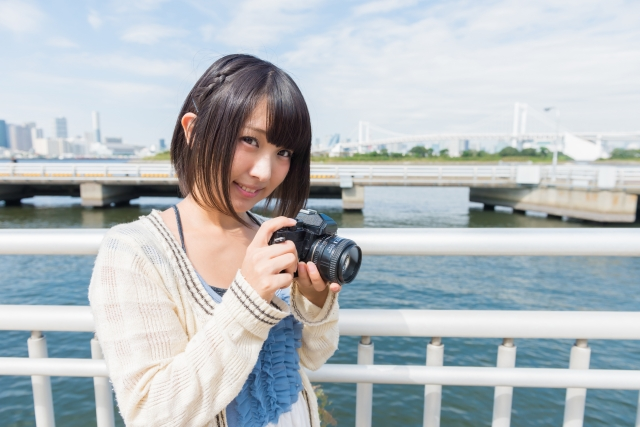 モテる趣味のカメラを始めた女性